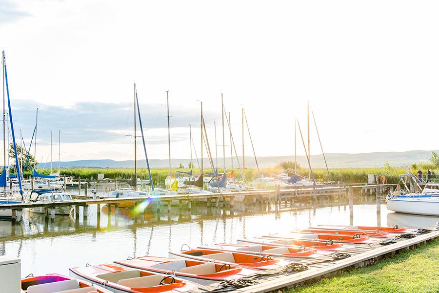 Segelboote im Hafen Breitenbrunn am Neusiedler See