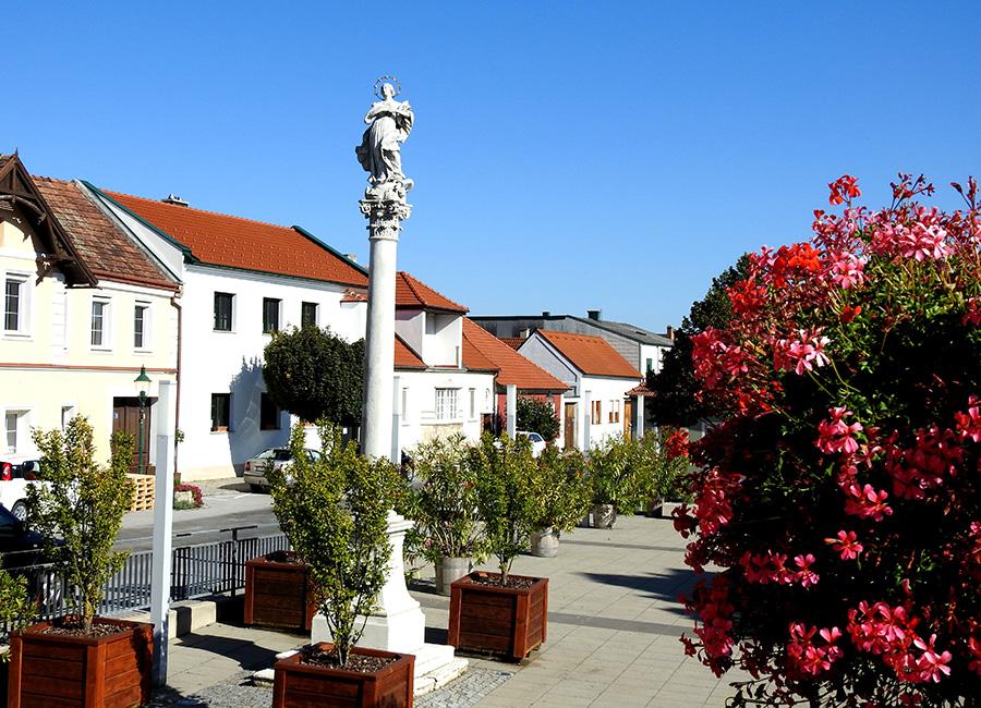 Historischer Ortskern mit Hauptplatz in Breitenbrunn