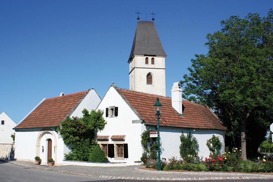 Kirche Breitenbrunn mit Torhaus